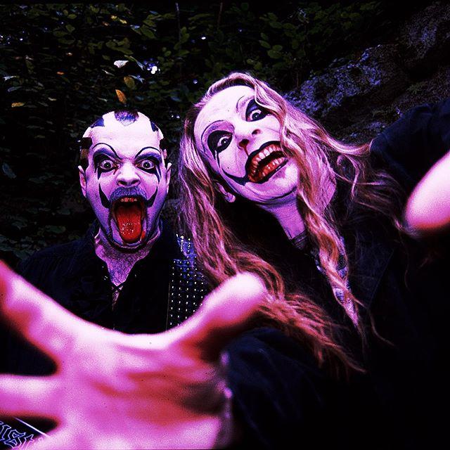 """Instagram: """"Ein frohes Halloween von Euren netten J.B.O.-Vampiren! ☺️..."""""""
