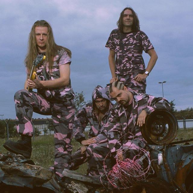 "Instagram: ""Throwback 2002: Die Rosa Armee Fraktion auf dem Kriegspfad..."""