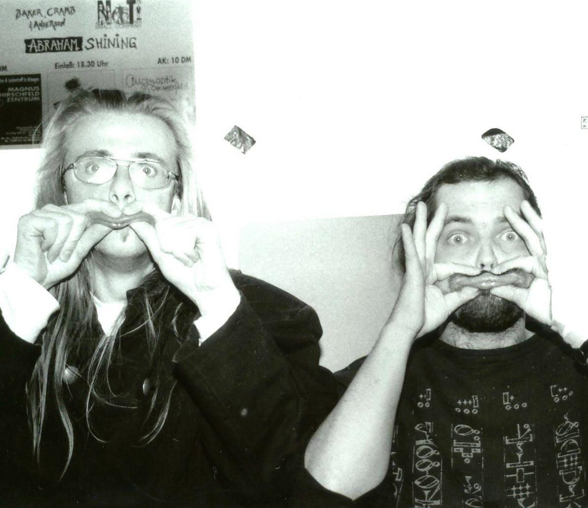 Instagram:Dies ist ein sehr altes Bild. Es zeigt Hannes und Vito 1995 bei den Studioaufnahmen zu #ExpliziteLyrik. Warum wir uns di