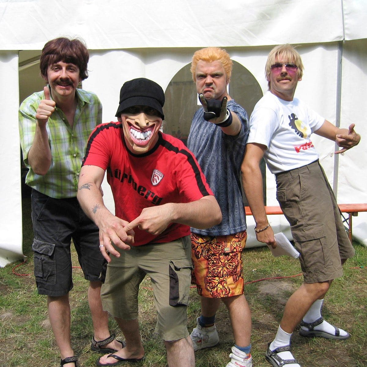 """Instagram:Fallback-Friday 2004: Diese Band hat uns supported beim """"30/2-Festival"""", (unserem 15-Jähriges Jubiläum) - """"Die Vier Pa"""